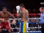 Украинский боксер Александр Усик единогласным решением судей одержал победу над американцем Майклом Гантером.